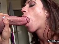 Темноволосая Ариэлла Ферера служи като прекрасен пенис на най-високо ниво
