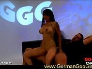 Statečný Asijské děvka odolává jakékoliv sexuální problémy tím, šílený německý svině