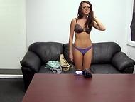 Amateur chick con mucho gusto demostrado que ella prefiere tragar semen después de licitación mamadas