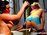 Häbitu lesbid aastal sukad kulutatud aeg palju kirge väike vann