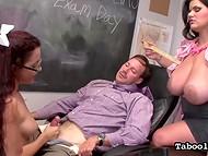 Суровая училка с огромными титьками и её коллега заставили школьницу заняться ручной работой