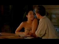 Романтическая сцена с голой Jessica Alba, которая занимается любовью в тёмной спальне