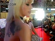 Известни стриптизеры от Испания Нора Барселона и Jesyka Diamond танци на един стълб