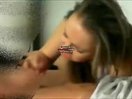 Montage vidéo de maître reçoit un bj de sa bulgare copine et la baise à la maison