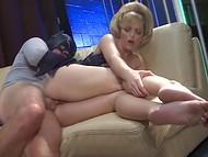 Мужчине в костюме Бэтмена свезло ублажить персик дамочки с роскошной причёской