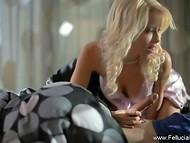 Светловолосая конфетка с милым личиком нежно позаботилась о своём парне в романтической сцене