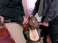 Big-boobied dāma Lateksa Lucy ir kalpojuši divi daikti ir lateksa maska