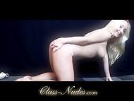 Завлекательная блондинка трогает свою киску и мило заигрывает на камеру