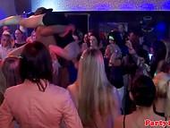 Обладатели фаллосов были нарасхват в разгар извращённой вечеринки, заснятой на видео
