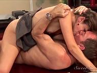 Опытная секретарша Allie Haze с маленькой грудью всегда снимет напряжение с начальника в офисе