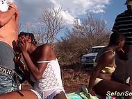Путешественники поймали в пустыне двух дамочек и, конечно же, поимели их