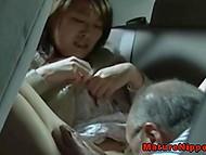Девочка дождалась, пока папа уснёт, чтобы выбраться на свидание к зрелому ухажёру