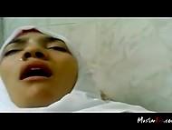 Чел с камерой имел титькастую мусульманку в белом хиджабе и пытался запечатлеть её эмоции