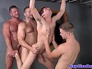 Мускулистые геи надавали молодому твинку за щёчку, а затем встали в очередь за его попкой