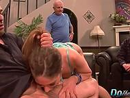 Муж собирался прийти домой и попробовать те вещи, что вытворял с его женой известный порно актёр