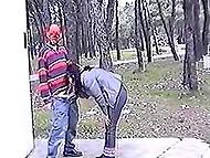 Маньяк в маске пригрозил пистолетом курящей хорватке, если она не отсосёт его набухший конец