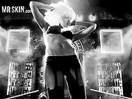 Нарезка горячих моментов из известных фильмов, где такие звезды как Джессика Альба танцуют и занимаются сексом