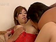 Хахалёк решил, что одного кремпая сисястой японке будет маловато и повторил процедуру за другом