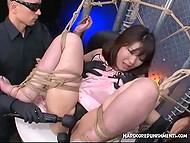Два мужика ласкают связанную японку вибраторами, заставляя её отчаянно стонать
