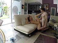 Девка с сочными сисямбами Lean Paul и сводный братец забираются в чужой дом и трахаются там