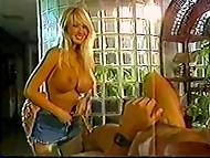 Cool vintage porno-la película caliente rubia con enormes tetas y su fuerte rubia amante