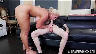 Жопастая и сисястая порно звезда Alura Jenson позволяет юному дарованию бурить свою скважину