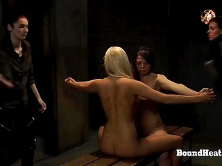 Светловолосую девушку и подругу пытаются перевоспитать, безжалостно стегая её спину хлыстом