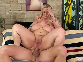 Blonde BBW woman meets with skillful lover who is even able to shove hard prick into her butthole