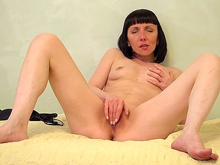 Coming home from work MILF has to masturbate to get rid of stress and cum before sleep