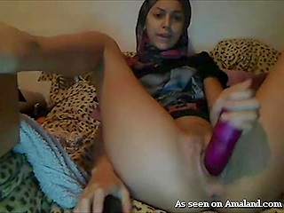 Young men are easily ensnared into tipping slutty Arab webcam model just to see her cumming