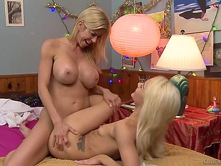 Teen blonde with skinny body and full-bosomed stepmom devote time to cunnilingus and fingering
