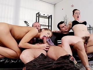 Парень приходит к одногруппнице позаниматься и оказывается вовлечён в секс с ней и женатой парой