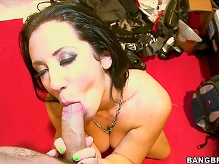 Pornstar Jayden Jaymes takes break from signing autographs by blowing lucky guy in backroom