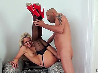 Tanned blonde in black stockings and red shoes is pussy licked before partner fucks her