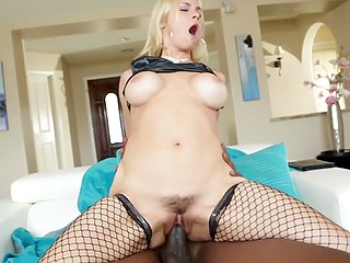 Blonde MILF Sarah Vandella doesn't hesitate to have interracial fun with owner of impressive BBC