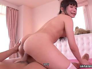 Японская девушка получает сюрприз в виде белья и решает наградить бойфренда сексом