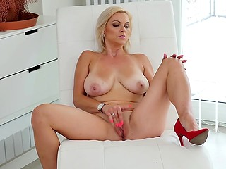 Youth has disappeared but sexual drive inside blonde with natural boobs is growing