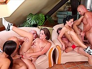Six swingers like to entertain themselves by practicing group sex with double penetration