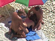 Guy with camera manages to film the exceptional video where three people have sex by the sea