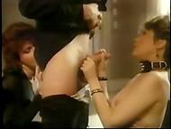 Vintage porr film om sex äventyr av en ung blond slyna i hennes hemstad