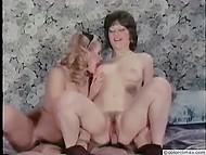 Брюнетка с красивой грудью охотно делится членом любовника с любопытной блондой