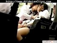 Скрытая камера наблюдала развратные сцены в поезде с участием молодой японской пары