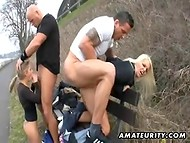 While jogging two guys picked up two hot chicks and fucked them in the park