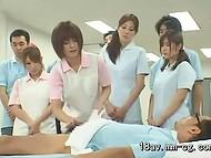Hoy en día, los Japoneses de la Universidad Médica de llevar a cabo experimentos sobre el desnudo de los estudiantes