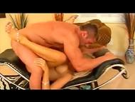 Грудастая блондинка трахается с накаченным парнишей, получая дозу сексуального наслаждения
