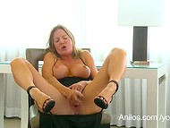 Big-titted MILF Amber Michaels punishes her dripping cunt with her favorite toys