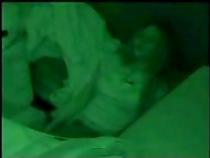 Заспанные девушки вылезают из-под груды белья, расправляя свою потрёпанную одежду на скрытой камере