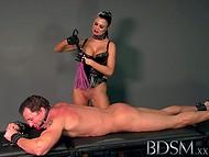 Nepārspēti BDSM skatuves ar piedauzīgo saimniece Jasmīna un viņas neaizsargāts sub Tonijs