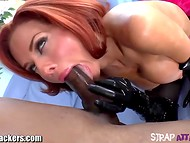 Red-haired MILF Veronica Avluv forberedt rippet mands anus til rough anal med rimming og fisting